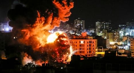 الاحتلال يشن غارات جوية على عدد من المواقع بقطاع غزة
