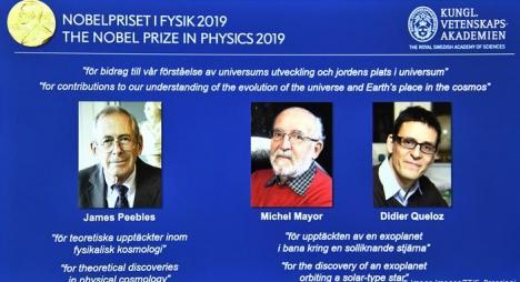 جائزة نوبل للفيزياء تذهب لثلاثة علماء لإسهامهم في تعزيز فهم الكون