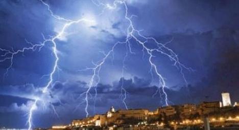 نشرة خاصة.. رياح قوية وأمطار رعدية بالعديد من أقاليم المملكة