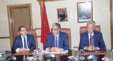 وزارة الطاقة والمعادن تدرس مشروع تطوير أنظمة الإنارة العمومية