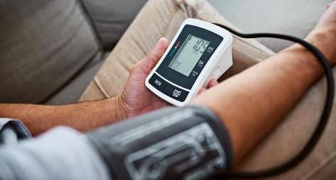 دراسة: التحكم في ضغط الدم يحمي من الأزمات القلبية والذبحة الصدرية