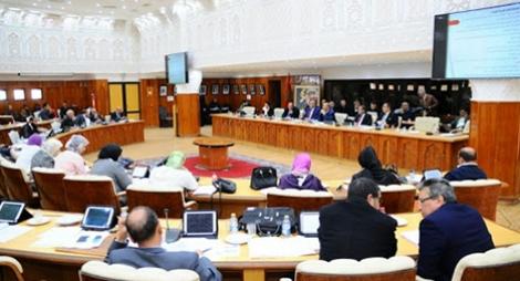 """أعضاء مجلس جماعة مراكش يتبرعون بتعويض شهر لفائدة صندوق التصدي لـ""""كورونا"""""""