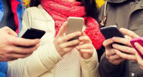 كيف نحمي المراهقين من إدمان الهواتف الذكية ؟