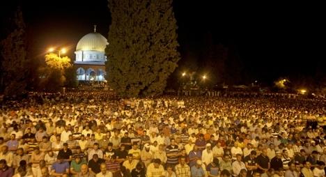 أزيد من 350 ألف مصل يحيون ليلة القدر في المسجد الأقصى