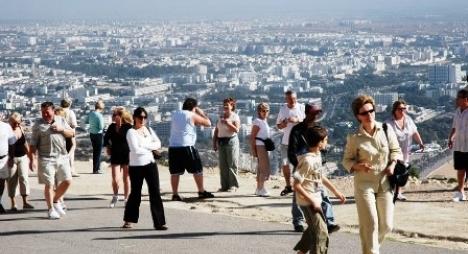 بعد أشهر من الإغلاق.. أكادير تستقبل أول مجموعة من السياح البريطانيين