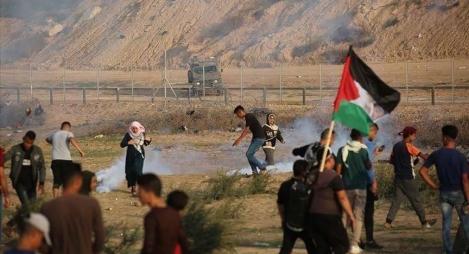 مسيرات العودة..توافد مئات الفلسطينيين نحو حدود قطاع غزة