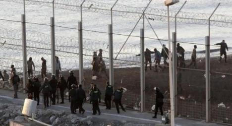 إحباط محاولة اقتحام جماعي لما يناهز 400 مهاجر سري لسبتة المحتلة