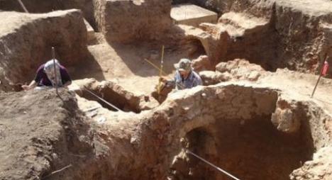 """وزارة الثقافة والاتصال تستكمل أعمال الحفريات الأثرية بموقع """"دار البارود"""" بسلا"""
