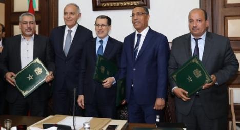 """رسميا..التوقيع على اتفاق الحوار الاجتماعي بين الحكومة والنقابات و""""الباطرونا"""""""