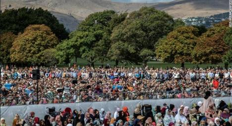 حشود بالآلاف لتأبين ضحايا مسجد النور بنيوزيلندا