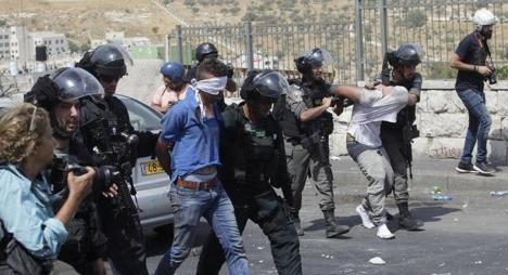 الاحتلال يعتقل 30 فلسطينيا في الضفة الغربية