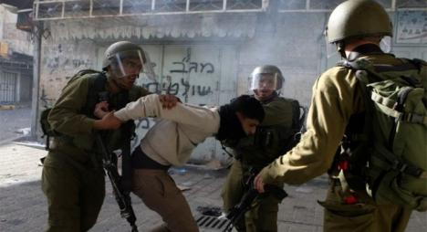 الاحتلال يداهم بيوت فلسطينيين ويعتقل 19 من الضفة الغربية