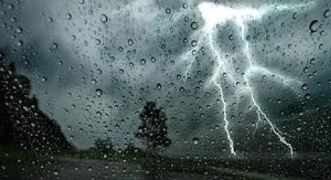 نشرة خاصة: أمطار رعدية قوية وتساقطات ثلجية بهذه المناطق