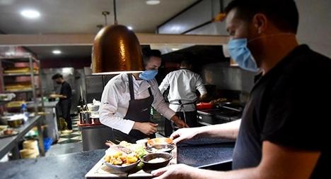 """وفق هذه الشروط.. إعادة فتح """"المطاعم"""" في الدار البيضاء ومراكش وأكادير وطنجة"""