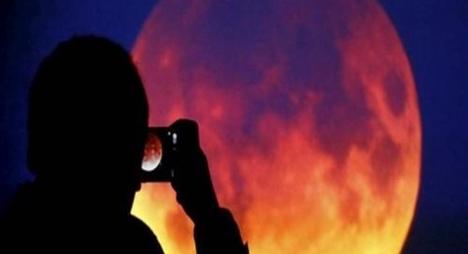 النظر لخسوف القمر..هل هو آمن؟