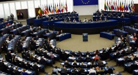 البرلمان الأوروبي يدين تدهور الحريات في الجزائر