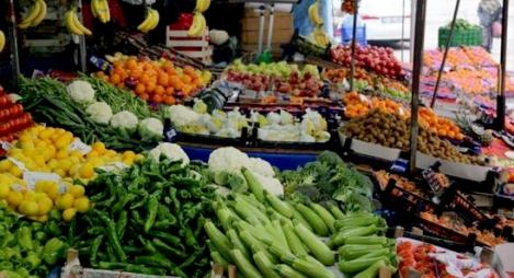 الحكومة تؤكد استمرار تموين السوق الوطنية بكميات كافية من المواد الغذائية