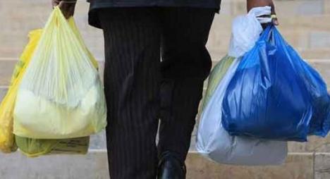 تعليق تراخيص سبع وحدات صناعية بسبب الأكياس البلاستيكية