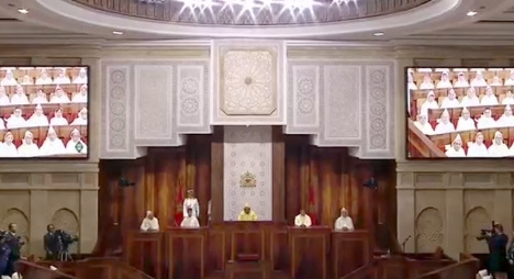 جلالة الملك يحث الأبناك على دعم الأنشطة المنتجة للشغل والمدرة للدخل