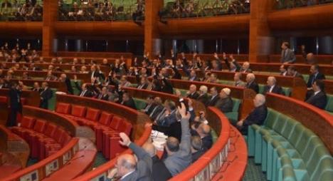 مجلس المستشارين يصادق على مشروعي القانونين المتعلقين بالخدمة العسكرية والمراكز الجهوية للاستثمار