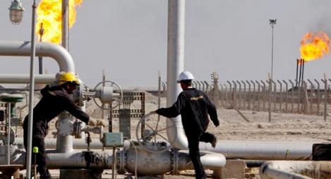 انخفاض سعر النفط بفعل مخاوف بشأن فائض الإنتاج