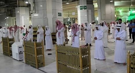 """""""كورونا"""".. السعودية تقرر السماح بإقامة صلاة الجماعة بالمساجد"""