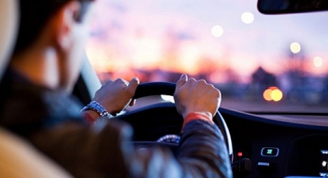 دعوة السائقين إلى التحلي باليقظة والحذر تزامنا مع عطلة عيد الفطر