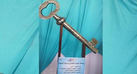 تيزنيت تبدع في صناعة أكبر مفتاح من الفضة الخالصة
