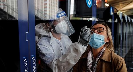 """أرقام قياسية بالعالم.. منظمة الصحة تحذر من """"مستويات مقلقة"""" لكورونا بأوروبا"""