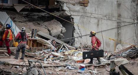 """ارتفاع حصيلة ضحايا """"تسونامي"""" أندونسيا إلى 2045 قتيلا"""