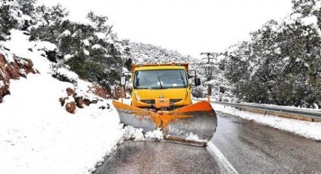 فتح 8 محاور طرقية قطعتها الثلوج بإقليم تازة