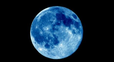 في ظاهرة فلكية نادرة..قمر أزرق عملاق يتزامن مع خسوف كلي