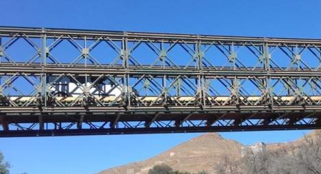 تشييد قنطرة حديدية مؤقتة على الطريق الإقليمية رقم 6011 بإقليم بركان