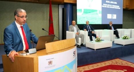 رباح: نجاح الانتقال الطاقي رهين بالتزام الإدارات والمؤسسات العمومية في هذا المجال