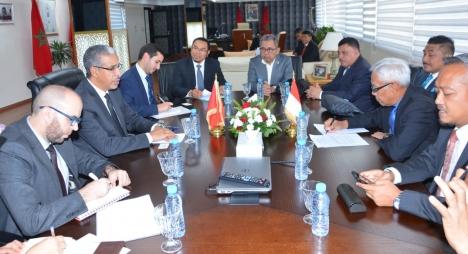 رباح يتباحث مع وفد برلماني إندونيسي سبل تعزيز علاقات البلدين