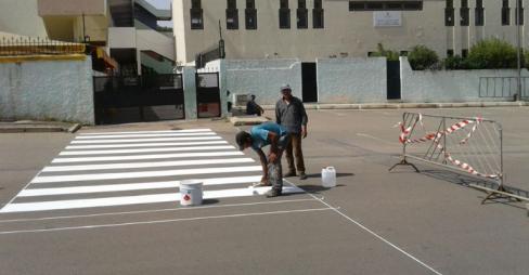 جماعة أكادير تطلق حملة تشوير ممرات الراجلين أمام المؤسسات التعليمية