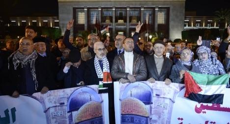 """من أمام البرلمان..المغاربة يهتفون: """"القدس عاصمة فلسطين الأبدية"""""""