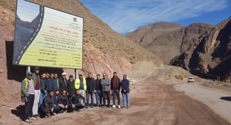 """شوباني يعاين مستوى تقدم أشغال بناء الطريق الرابطة بين """"إمينتوردى"""" و""""أمزري"""" بورززات"""