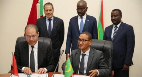 التوقيع على مذكرة تفاهم بين المغرب وموريتانيا في مجال الإدارة الترابية والجهوية والمحلية