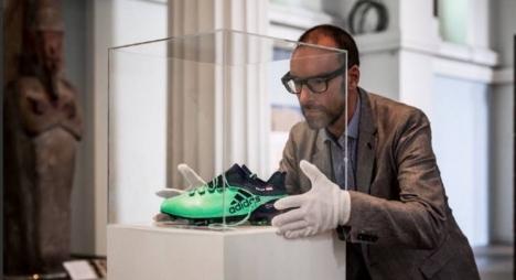 المتحف البريطاني يعرض حذاء اللاعب المصري صلاح