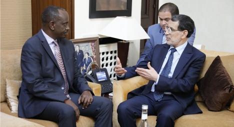 رئيس الحكومة يستقبل وزير الشؤون الخارجية والتعاون الدولي بجمهورية رواندا