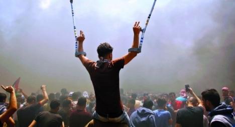 """الفلسطينيون يواصلون تنظيم مسيرات العودة بغزة في جمعة """"لا للتطبيع"""""""
