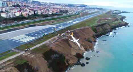 انزلاق طائرة ركاب أثناء هبوطها في مطار بتركيا