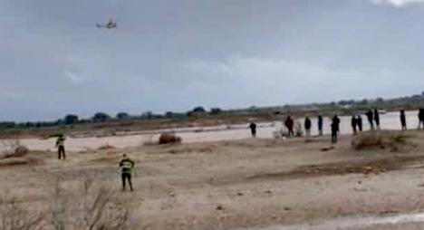تارودانت.. السلطات الإقليمية تتدخل بالهليكوبتر لانقاذ ستيني حاصرته فيضانات وادي سوس