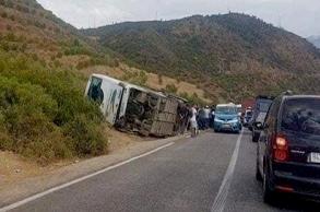 مصرع 12 شخصا وإصابة 36 آخرين في حادثة سير على...