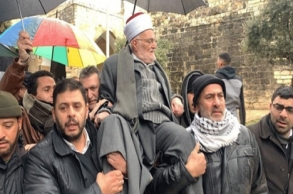 رغم منع الاحتلال الإسرائيلي..خطيب الأقصى يدخل...