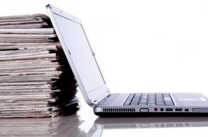 الحكومة تصادق على مرسوم لدعم الصحافة والنشر
