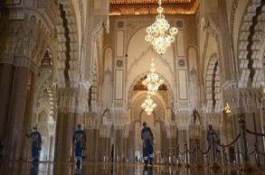 الدار البيضاء.. تدابير صحية صارمة لحماية المصلين...