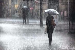 أمطار قوية ورعدية اليوم وغدا الثلاثاء بعدد من...