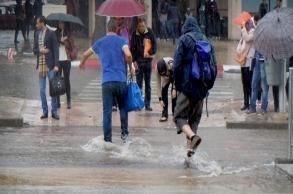 أمطار قوية يومي الجمعة والسبت بعدد من أقاليم...